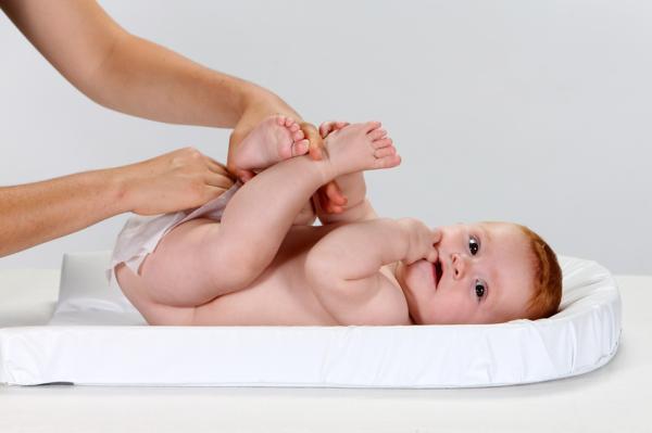 Cuántas veces tiene que hacer caca un recién nacido