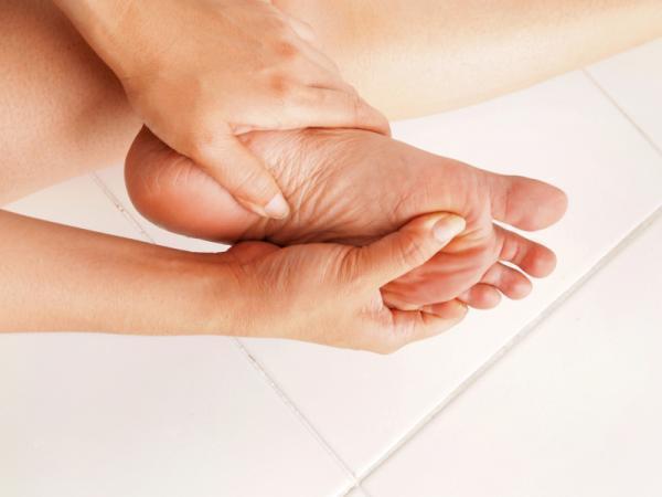 Dolor en el empeine del pie: causas y tratamiento - Causas de dolor en el empeine del pie