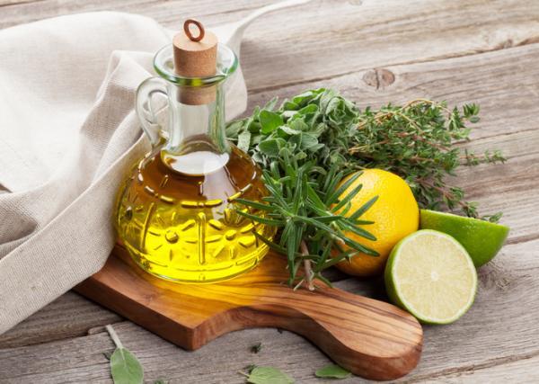 Cómo usar el aceite de oliva para adelgazar abdomen - Aceite de oliva y limón en ayunas