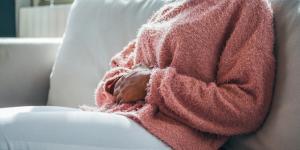 ¿Es normal sentir movimientos en el vientre sin estar embarazada?