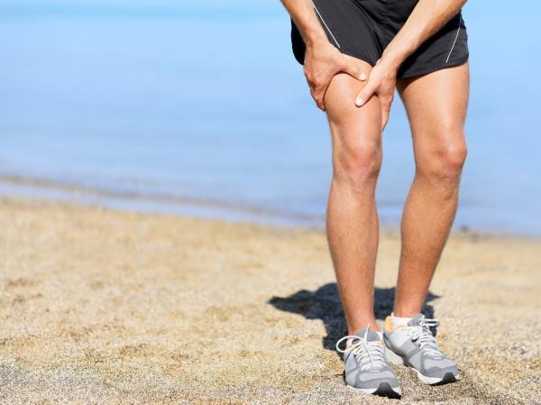 Cómo curar un desgarro muscular en el muslo