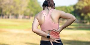 Por qué dan calambres en la espalda y cómo quitarlos