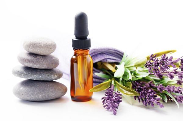 Remedios caseros para curar quemaduras - Aceite esencial de lavanda