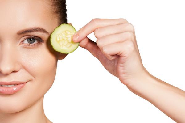 Remedios caseros para aliviar los ojos secos - Rodajas de pepino