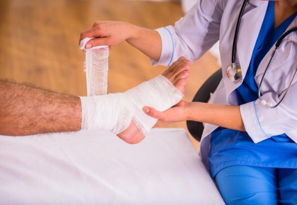 Dolor en el arco del pie: causas y cómo aliviarlo - Causas inflamatorias de dolor en el arco del pie