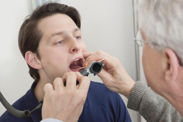 Ampollas en la garganta: causas y cómo curarlas