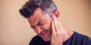 Dolor de oído al tragar: causas y tratamiento