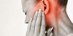 Siento latidos en el oído: causas