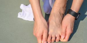 Calambres en los dedos de los pies: causas y cómo quitarlos