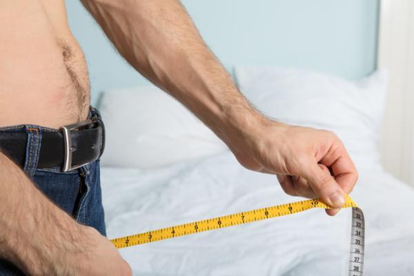 ¿Cortar el frenillo aumenta el tamaño del pene?
