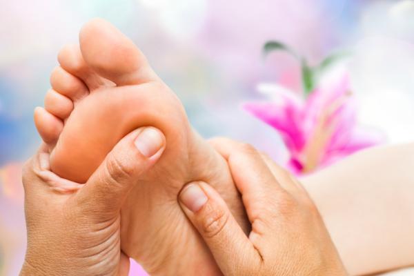 Retención de líquidos en los pies: síntomas, causas y remedios