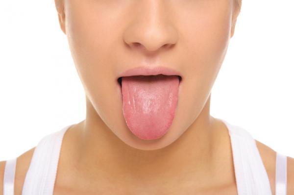 Dolor debajo de la lengua: causas y tratamiento