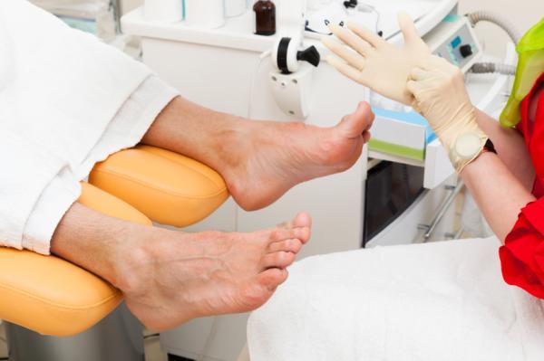 Cómo curar una uña encarnada del pie - Causas y síntomas de una uña encarnada del pie
