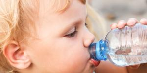 Cuándo empezar a dar agua al bebé