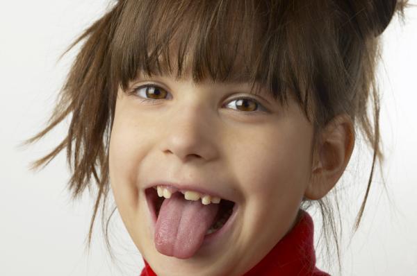 ¿Los dientes de leche tienen raíz?