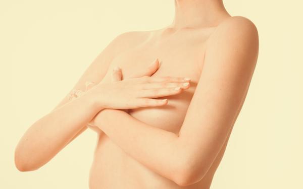 Mis pechos están duros y me duelen: ¿a qué se debe?