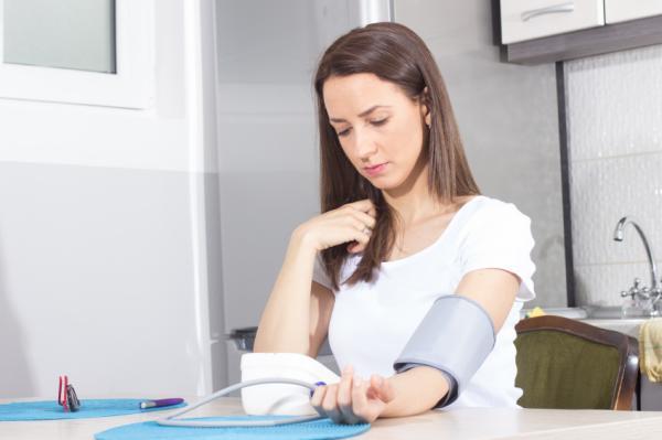 ¿La presión arterial baja causa dolor de cabeza?