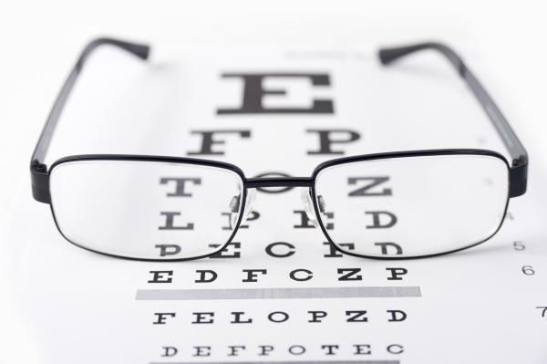 Por qué siento que me vibra el ojo izquierdo - Me tiembla el párpado: solución