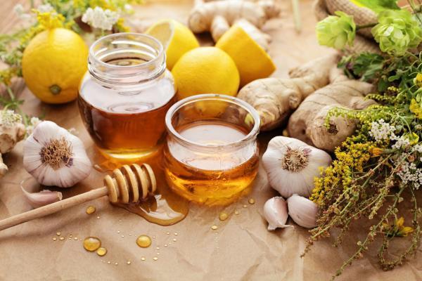 Para qué sirve el ajo con miel