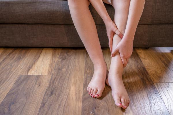 Dolor de piernas y cansancio: causas y remedios caseros