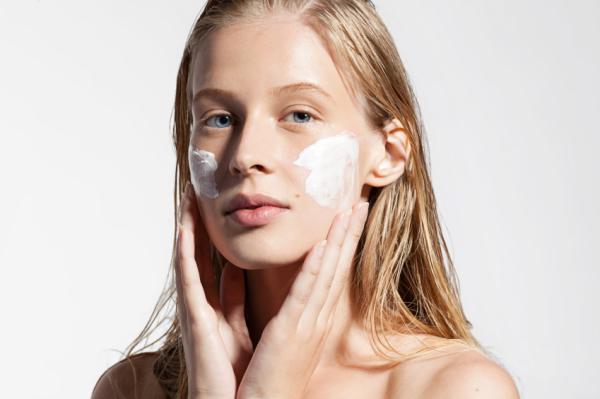 Cómo hidratar la piel de la cara con remedios caseros