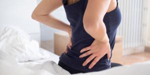 Dolor lumbar al dormir: causas y cómo evitarlo