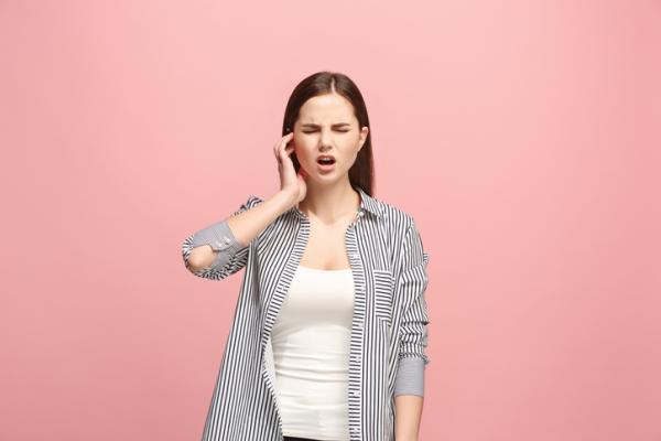 Dolor detrás de la oreja: causas y tratamiento
