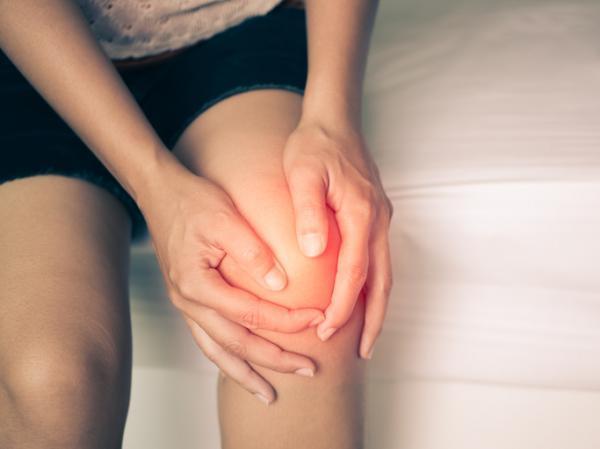 Dolor punzante intermitente en la rodilla