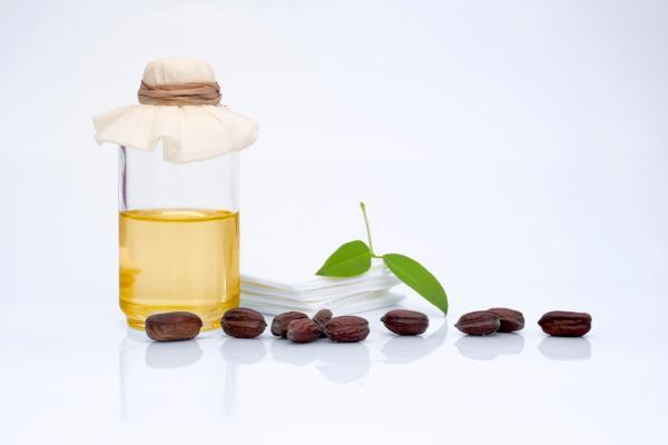 Aceite de jojoba para cicatrices de acné: propiedades y cómo aplicarlo