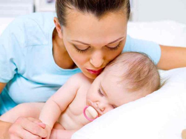 Consejos para aliviar los cólicos de los bebés - Agua tibia