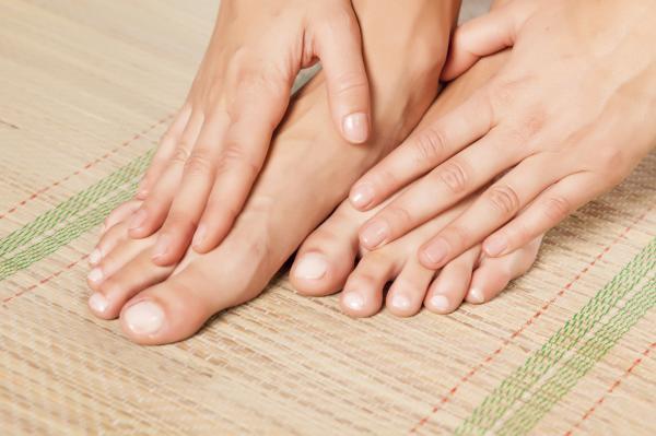 Cómo curar una uña negra del pie - Cómo evitar un hematoma subungueal