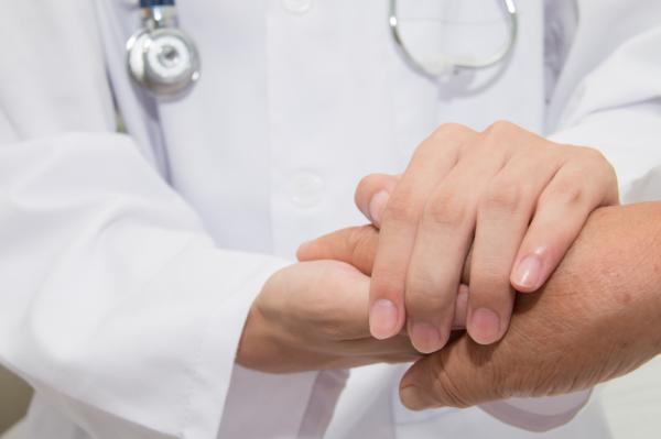 Cómo curar una quemadura infectada - Cuándo acudir el médico por una quemadura
