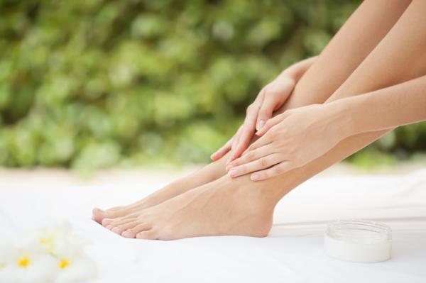 Por qué salen ampollas en los pies y cómo curarlas - Hidratación escasa de los pies
