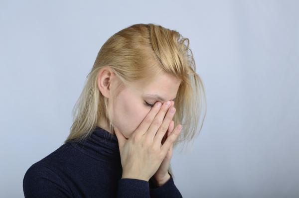Escupir flema con sangre: ¿qué significa? - Escupir flema con sangre por problemas nasales