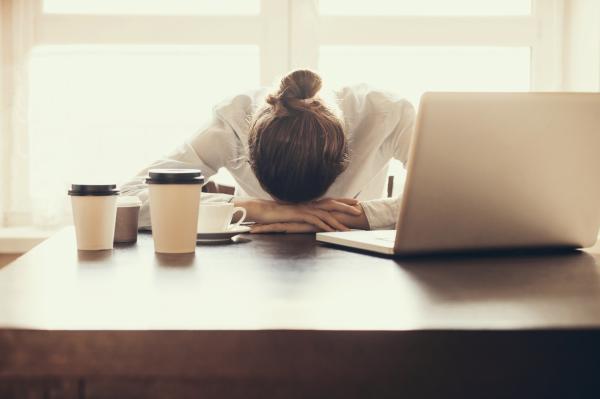Por qué duelen los senos antes de la menstruación - El estrés causa desequilibrio hormonal