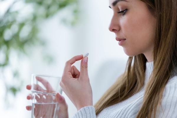 Benzonatato: para qué sirve, dosis y efectos secundarios
