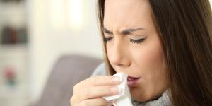 Tos con flema transparente: causas y tratamiento