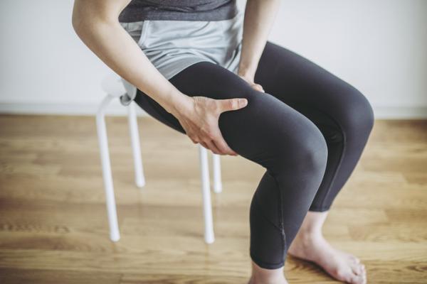 Causas de dolor en los muslos y cómo aliviarlo - Sedentarismo