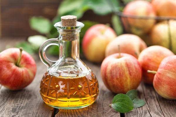 Remedios caseros para gemelos cargados - El vinagre de manzana relaja los gemelos cargados