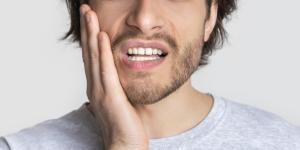 Bolita en la encía: causas y tratamiento
