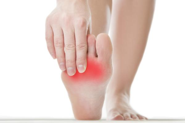 Dolor en la planta del pie cerca de los dedos: causas y tratamientos