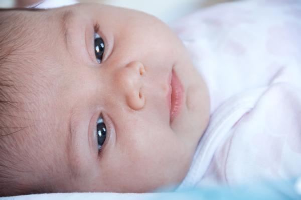 Cómo quitar las legañas de los bebés