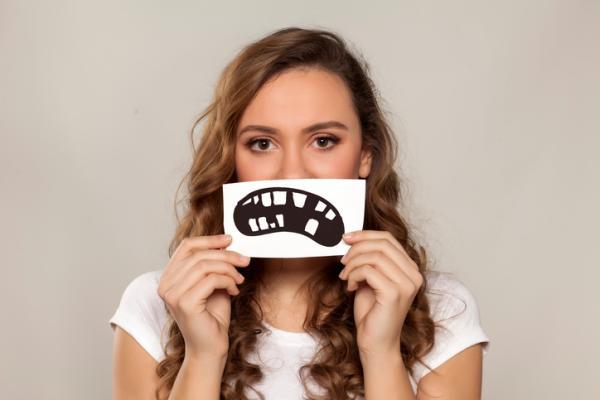 Por qué tengo los dientes torcidos