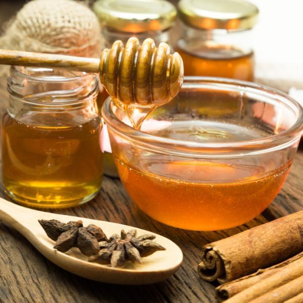 Remedios caseros para el dolor de garganta - Miel para luchar contra virus y bacterias