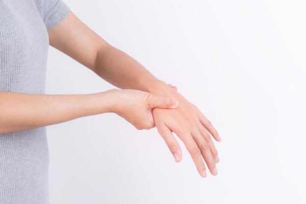Temblor en el brazo izquierdo: causas y tratamiento