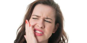 Llagas debajo de la lengua: por qué salen y cómo curarlas