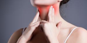 Siento pinchazos en la garganta: causas y tratamiento