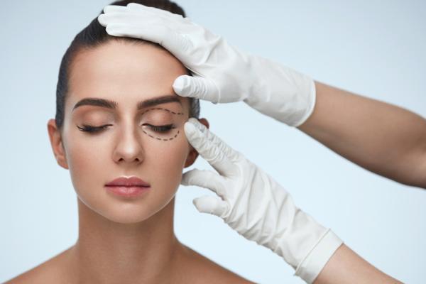 Bolitas de grasa en los ojos: por qué salen y cómo quitarlas - Cómo quitar las bolitas de grasa en los ojos