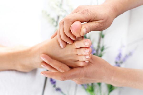 Por qué tengo la uña del dedo gordo del pie amarilla - Uña del dedo gordo del pie engrosada y amarilla por traumatismo