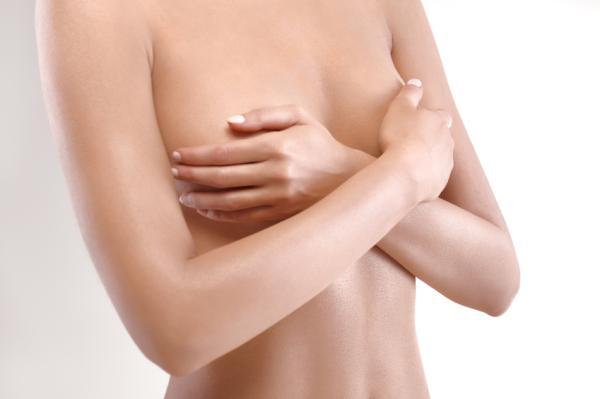 Por qué sale leche de los senos sin estar embarazada